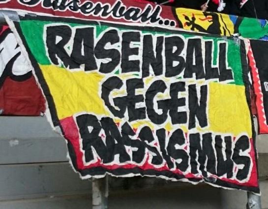 Rasenball gegen Rassismus